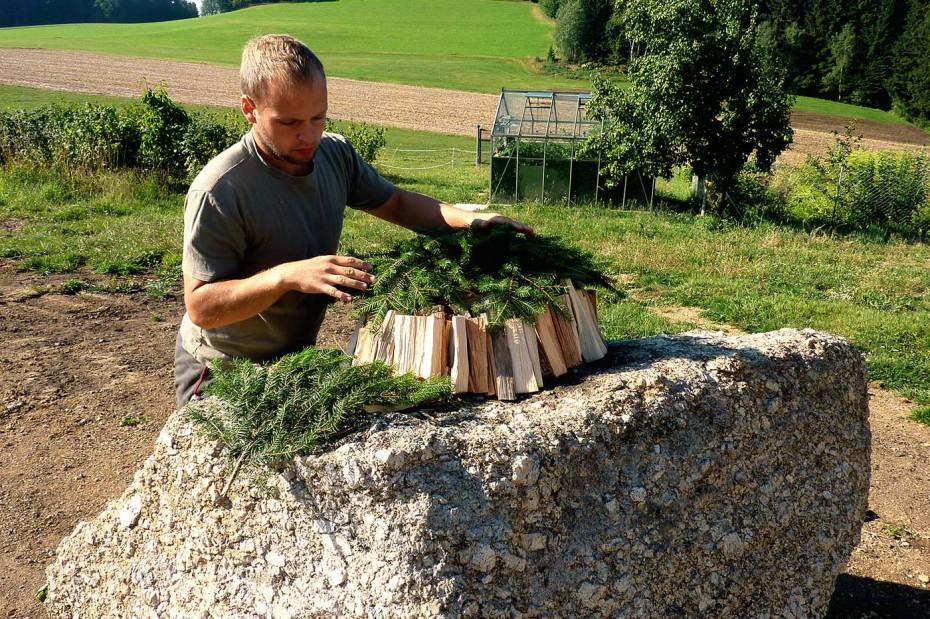 Pechölstein Holz aufschlichten