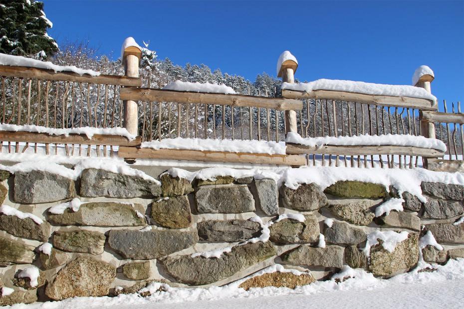 Winter Steinmauer